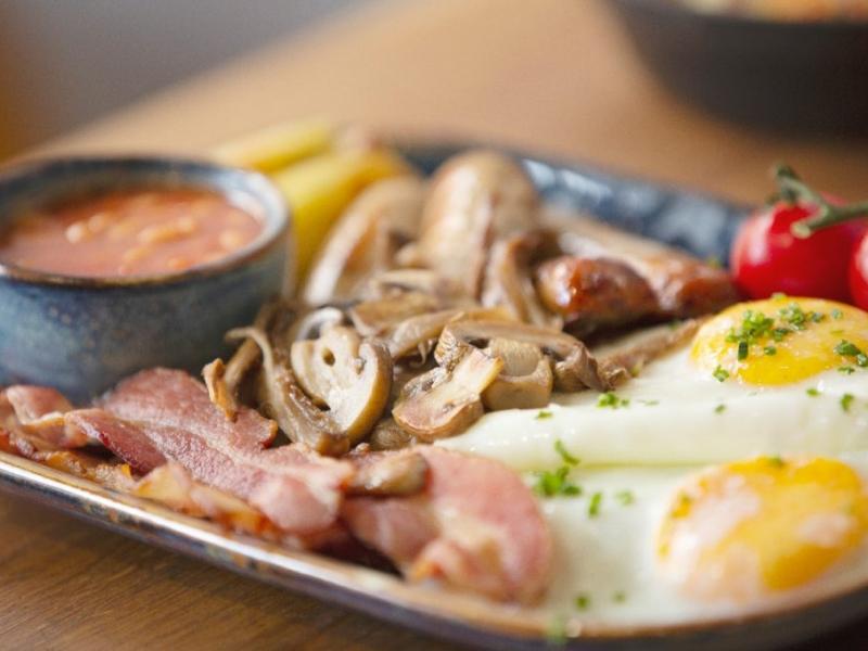 Charlies Full English Breakfast
